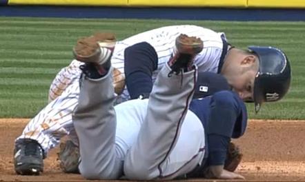 Nishioka quebra a perna, após choque com Swisher