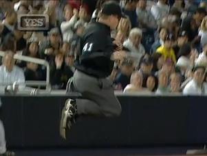 Umpire pulando 2